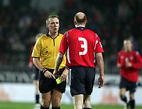 Fotball, 16. november 2005 , Play off VM<br /> Norge - Tsjekkia 0-1<br /> Czech Republic - Norway<br /> Graham Poll dommer gir Erik Hagen gult kort