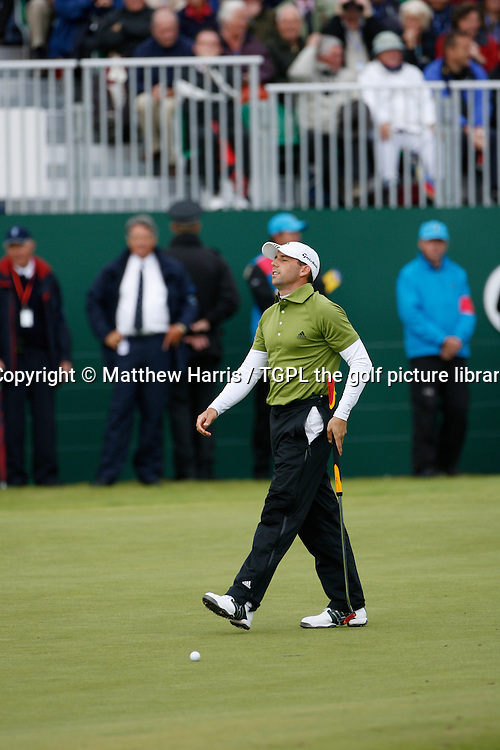 Sergio GARCIA (SPN) during the fourth round of the British Open Championship, 22nd July 2007. Missed putt at the 18th - par 4.