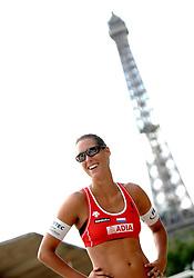 20-06-2007 VOLLEYBAL: WORLD TOUR BEACHVOLLEYBAL: PARIJS <br /> Merel Mooren <br /> ©2007-WWW.FOTOHOOGENDOORN.NL