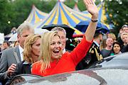 Hare Koninklijke Hoogheid Prinses Máxima der Nederlanden is donderdag 18 augustus 2011 aanwezig in Bussloo bij de start van de 34e editie van het Xnoizz Flevo Festival. Het Xnoizz Flevo Festival, een meerdaags christelijk muziekfestival,  De Prinses is aanwezig bij de openingsbijeenkomst en woont een workshop over omgaan met geld bij.<br /> <br /> Her Royal Highness Princess Máxima of the Netherlands is on Thursday, August 18, 2011 in Bussloo present at the start of the 34th edition of the Xnoizz Flevo Festival. The Xnoizz Flevo Festival, is a threeday Christian music festival, The Princess is present at the opening session and attends a workshop on dealing with money.