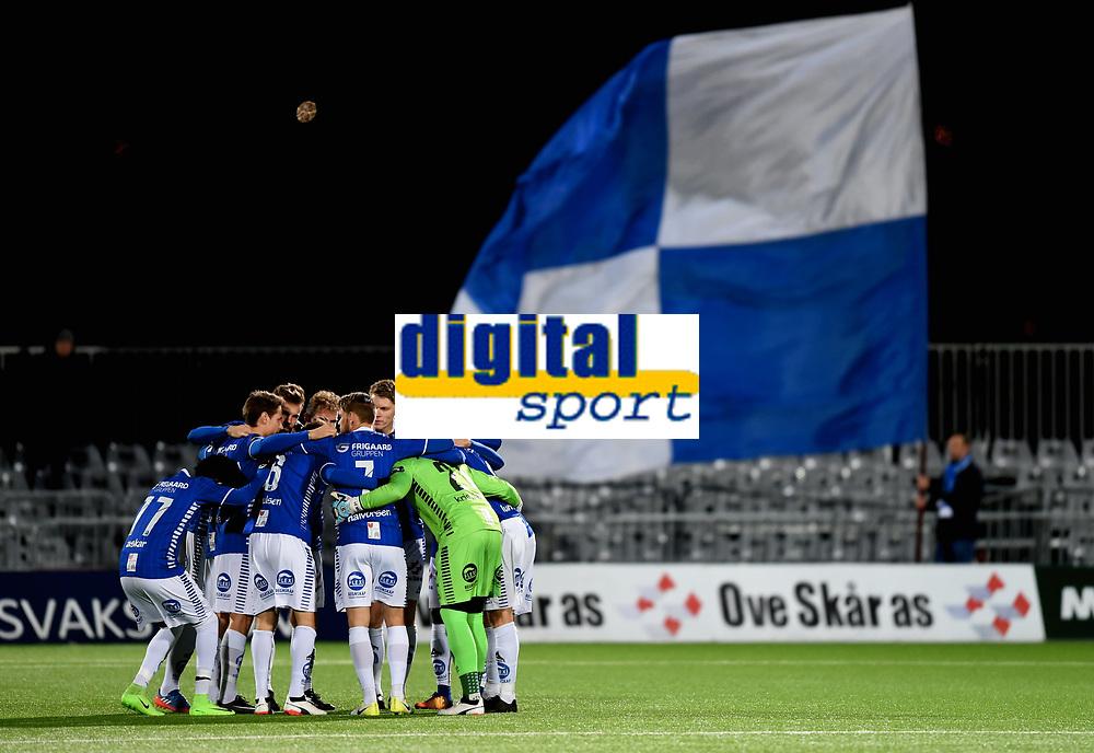 Fotball , 29 . oktober 2017 , Eliteserien , <br /> Sarpsborg - Sandefjord 5-0<br /> illustrasjon , samling bør kampstart , Sarpsborg