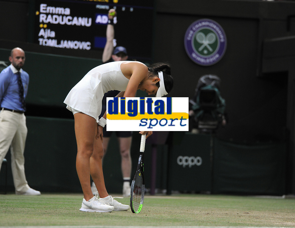 Lawn Tennis - 2021 All England Championships - Week Two - Monday - Wimbledon<br /> Emma Raducanu v Ajia Tomijanovic<br /> <br /> Emma Raducanu of GBR having trouble breathing, asks for the doctor, to receive medical treatment in the 2nd set, which resulted in her having to retire from the match<br /> <br /> Credit : COLORSPORT/Andrew Cowie