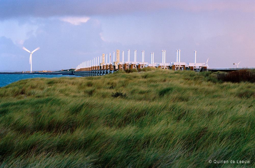 Pijlers van de Oosterscheldekering. Zeeland provincie.