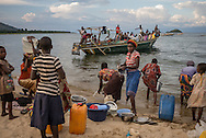 DRC / Burundi Refugees / A boat carring Burundian refugees approaching DRC shores of lake Tanganyika in Mboko. More than 9000 Burundians refugees have crossed into the DRC over the past few weeks. The new<br /> arrivals are being hosted by local families, but the growing numbers are straining<br /> available support. Work is ongoing to identify a site<br /> where all the refugees can be moved, and from where they can have access to<br /> facilities such as schools, health centers and with proper security. / UNHCR / F.Scoppa / May 2015/ UNHCR /