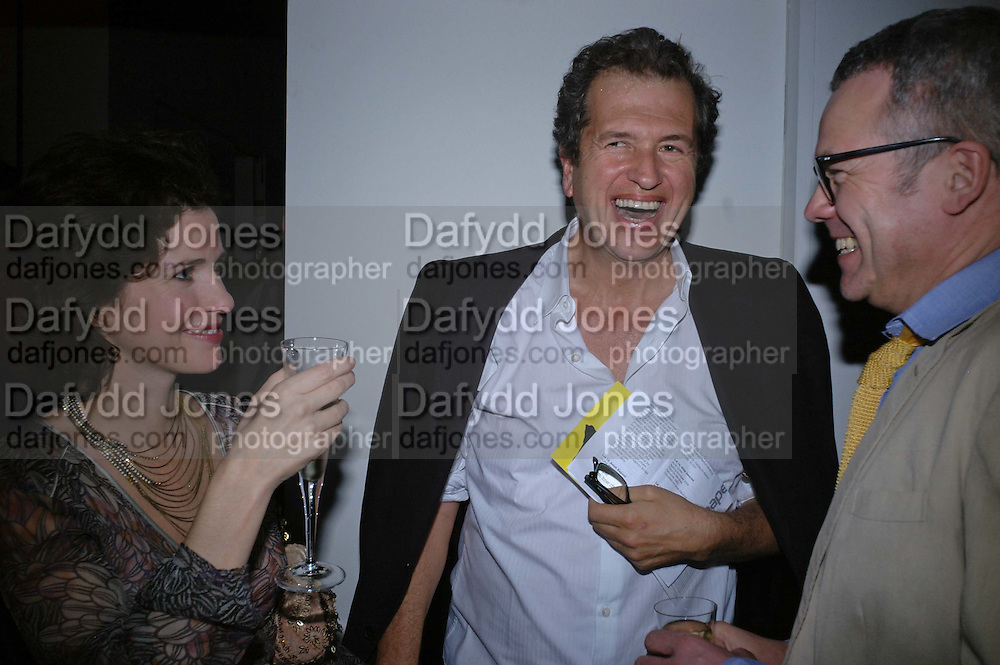 MOLLIE DENT-BROCKLEHURST AND MARIO TESTINO. Art Plus Music party. Fundraiser for the Whitechapel. 30 March 2006. ONE TIME USE ONLY - DO NOT ARCHIVE  © Copyright Photograph by Dafydd Jones 66 Stockwell Park Rd. London SW9 0DA Tel 020 7733 0108 www.dafjones.com