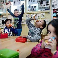"""Nederland, Amsterdam , 11 december 2014.<br /> Kijkje nemen bij groep 1+2  op de Noordmannsschool in de Louis Couperusstraat<br /> Deze z.g. """"zwarte"""" scxhool heeft te maken met achterstandsproblematiek. <br /> Foto:Jean-Pierre Jans"""