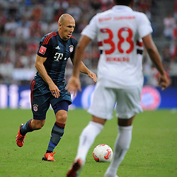 31.07.2013, Allianz Arena, Muenchen, Audi Cup 2013, FC Bayern Muenchen vs Sao Paulo, im Bild, Arjen ROBBEN (FC Bayern Muenchen), davor REINALDO (Sao Paulo FC) // during the Audi Cup 2013 match between FC Bayern Muenchen and Sao Paulon at the Allianz Arena, Munich, Germany on 2013/07/31. EXPA Pictures © 2013, PhotoCredit: EXPA/ Eibner/ Wolfgang Stuetzle<br /> <br /> ***** ATTENTION - OUT OF GER *****