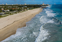 March 17, 2020, Palm Beach, Florida, USA: The Town of Palm Beach closed its beaches to help curb the spread of the  COVID-19 virus in Palm Beach, Florida. (Credit Image: © Greg Lovett/The Palm Beach Post via ZUMA Wire)
