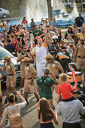 O revezamento da Tocha Olímpica passa por Santa Cruz do Sul, RS.  Aceso em 21 de abril, em ritual repetido a cada quatro anos em Olímpia, na Grécia, o símbolo olímpico passará por 28 cidades gaúchas de 3 a 9 de julho e será conduzido por 617 indicados no Rio Grande do Sul, começando por Erechim e se despedindo em Torres, em percurso de mais de dois mil quilômetros. Foto: Gustavo Roth / Agência Preview