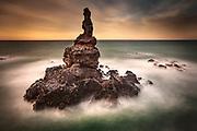 Boaz sea stack at dawn, Tumbledown bay, Banks Peninsula, Centerbury, New Zealand