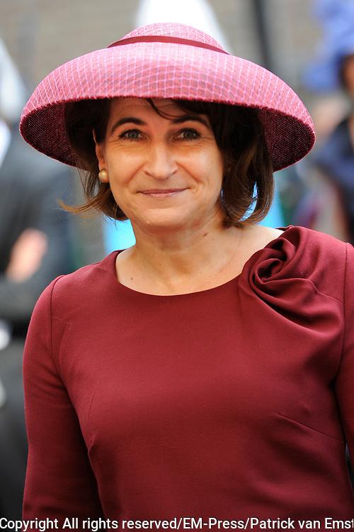 Prinsjesdag 2014 - Aankomst Politici op het Binnenhof.<br /> <br /> Op de foto:  Minister Lilianne Ploumen van Buitenlandse Handel