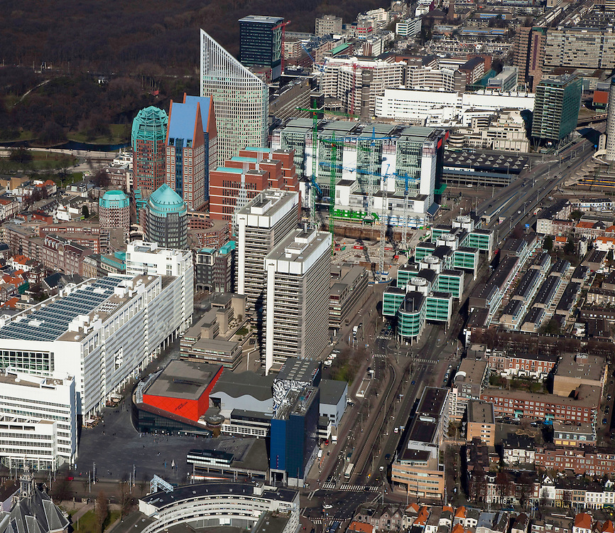 Nederland, Zuid-Holland, Den Haag, 20-03-2009; overzicht van de binnenstad, linksonder het stadhuis en Dr. Anton Philipszaal (rode gevel). Achter de concertzaal aan de Schedeldoekshaven de ministeries van Binnenlandse zaken (voor) en Justitie (linksachter). Rechts achter deze ministeries de bouwput van de gecombineerde nieuwbouw (JuBi), met bouwkranen. Achter de bouwplaats het ministerie VROM, met links de afgeschuinde Hoftoren (ministerie OCW). De dubbele torens met blauw daken huisvesten ministerie VWS (Castalia, bijgenaamd de Haagse Tieten), direct hiernaast de Zurich toren, met onder andere kantoren van de OPTA en NMA). View on the inner city of The Hague, white building on the right the Town Hall and the high rise (centre of the image) are several Ministries. The blue roofed twin buildings are called: The Tits, residence of the Ministry of Health, Welfare and Sport..Swart collectie, luchtfoto (toeslag); Swart Collection, aerial photo (additional fee required); .foto Siebe Swart / photo Siebe Swart