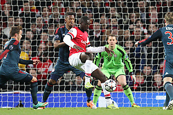 19.02.2014, Emirates Stadion, London, ENG, UEFA CL, FC Arsenal vs FC Bayern Muenchen, Achtelfinale, im Bild l-r: im Zweikampf, Aktion, mit Jerome BOATENG #17 (FC Bayern Muenchen), Yaya Sanogo #22 (FC Arsenal London) // during the UEFA Champions League Round of 16 match between FC Arsenal and FC Bayern Munich at the Emirates Stadion in London, Great Britain on 2014/02/19. EXPA Pictures © 2014, PhotoCredit: EXPA/ Eibner-Pressefoto/ Kolbert<br /> <br /> *****ATTENTION - OUT of GER*****
