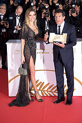 May 25, 2019 - Cannes, France - 72nd Cannes Film Festival 2019, Photocall Awards - Golden Palmares.Pictured: Antonio Banderas, Nicole Kimpel (Credit Image: © Alberto Terenghi/IPA via ZUMA Press)