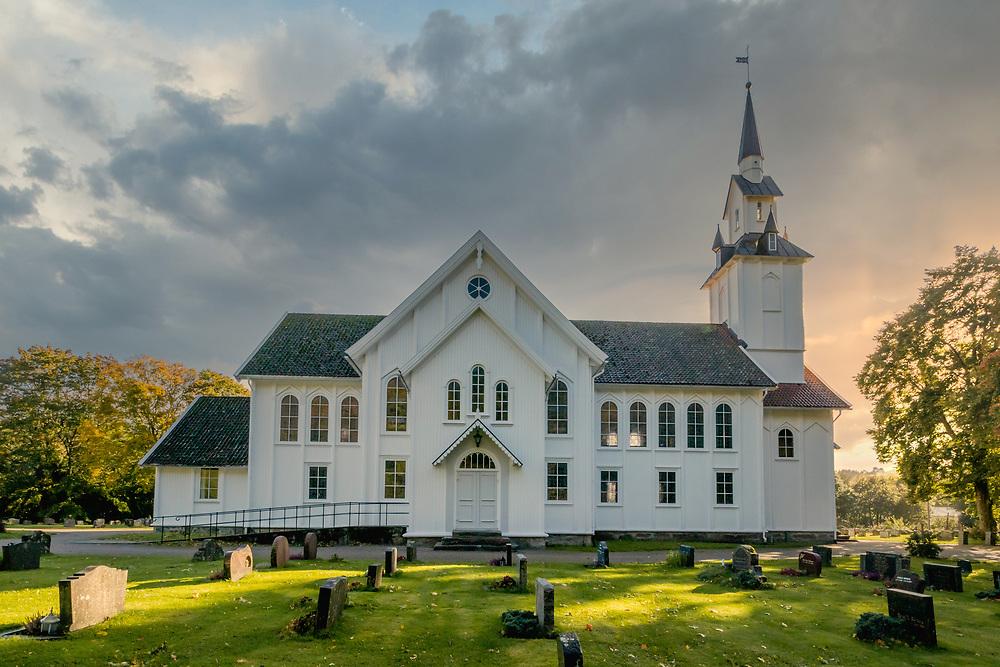 Søgne hovedkirke er en korskirke i tre fra 1861 på Lunde i Søgne kommune, Vest-Agder fylke. Den tilhører Søgne sogn, som er en del av Mandal prosti i Den norske kirke.