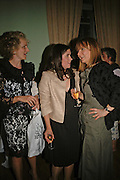 Harriet Sergeant, Kimberley Quinn and Corinna Honan, Book launch of 'A Much Married Man' by Nicholas Coleridge. English Speaking Union. London. 4 May 2006. ONE TIME USE ONLY - DO NOT ARCHIVE  © Copyright Photograph by Dafydd Jones 66 Stockwell Park Rd. London SW9 0DA Tel 020 7733 0108 www.dafjones.com