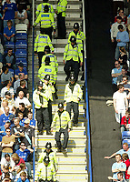 Foto: Digitalsport<br /> NORWAY ONLY<br /> Photo: Scott Heavey.<br /> Leicester City v Manchester City. FA Barclaycard Premiership. 24/04/2004.<br /> A strong police presence at the Walkers stadium