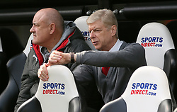 Arsenal manager Arsene Wenger (right) prior to kick-off
