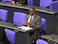 DEU, Deutschland, Germany, Berlin, 01.10.2020: Dr. Karamba Diaby (SPD) während der Haushaltsdebatte im Plenarsaal des Deutschen Bundestags.