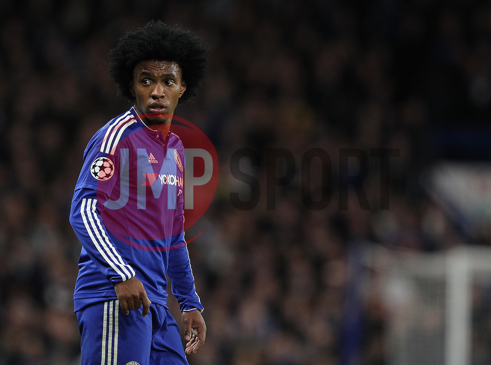 Willian of Chelsea - Mandatory byline: Paul Terry/JMP - 09/12/2015 - Football - Stamford Bridge - London, England - Chelsea v FC Porto - Champions League - Group G