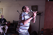 Uruguay / Montevideo / 2017<br /> Heber Píriz cantando en Mundo Afro, acompañado por el trío Sombras Picantes (Diego Azar, Mario Chilindrón, Alvaro Salas). Montevideo, 28/07/2017.<br /> Foto: Ricardo Antúnez / adhocFOTOS