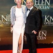 NLD/Amsterdam/20160222 - Premiere Knielen op een Bed Violen, Alain de Levita en partner ......