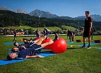 Fotball<br /> Østerrike<br /> Foto: Gepa/Digitalsport<br /> NORWAY ONLY<br /> <br /> SCHLADMING,AUSTRIA,05.JUL.15 - SOCCER - tipico Bundesliga, Red Bull Salzburg, training camp. Image shows Jonatan Soriano, Andreas Ulmer, Valon Berisha and physical therapist Michael Mattersberger (RBS).