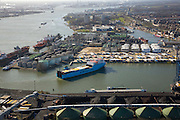 Nederland, Zuid-Holland, Vlaardingen, 04-03-2008; Vulcaanhaven, ferrie van Norfolk Line beladen met vrachtauto's is bezig af te meren; olietanks, erts, kolen, bulk terminal, vrachttrailers, trailers, aanhangers, ferry, veerboot, overslag. .luchtfoto (toeslag); aerial photo (additional fee required); .foto Siebe Swart / photo Siebe Swart