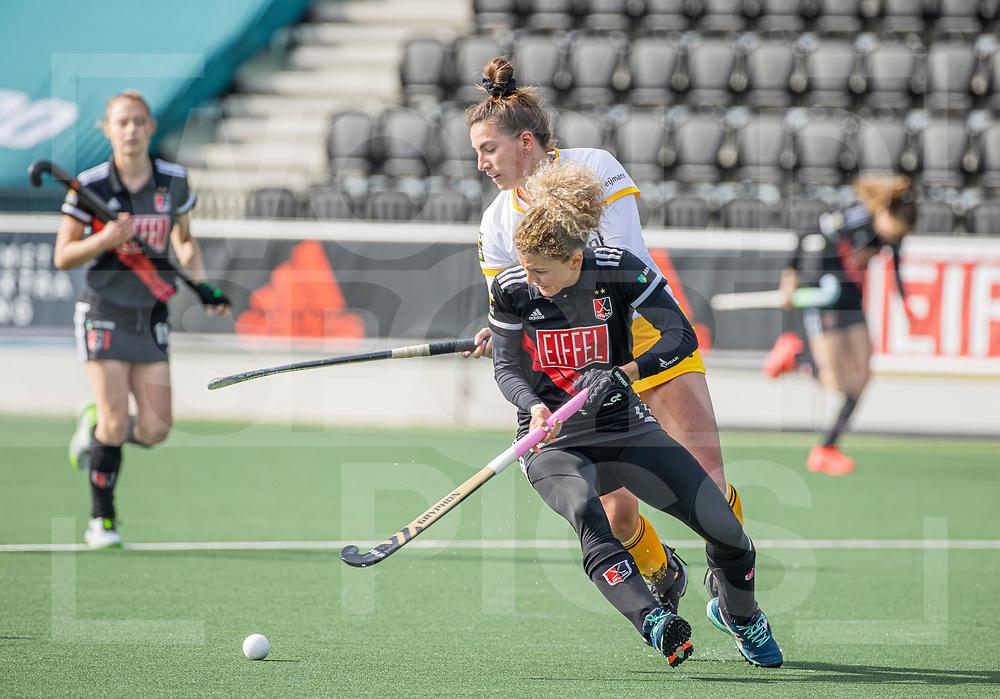 AMSTELVEEN - Frederique Matla (DenBosch) met Maria Verschoor (Adam)  tijdens  de hoofdklasse hockey competitiewedstrijd dames, Amsterdam-Den Bosch (0-1)  COPYRIGHT WORLDSPORTPICS KOEN SUYK