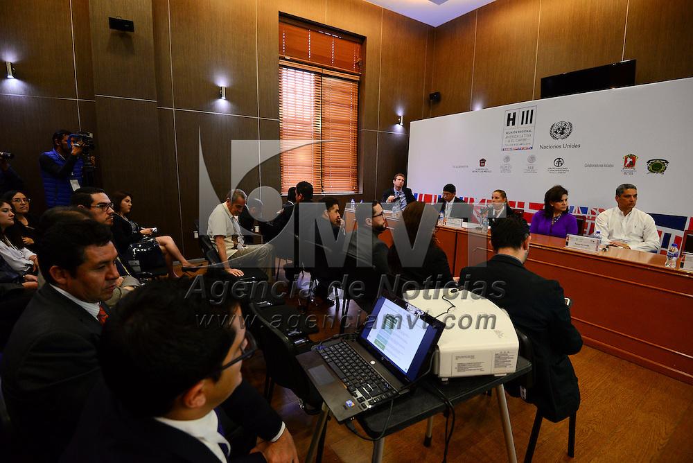 Toluca, México (Abril 20, 2016).- Mesa de trabajo Sistemas de Información de Vivienda y Desarrollo Urbano, en el marco de la Reunión Regional de América Latina y El Caribe rumbo a la Conferencia Hábitat III, en donde se urgió a alcanzar la reforma urbana para el país.  Agencia MVT / Crisanta Espinosa