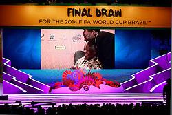 Pelé em vídeo homenageia Nelson Mandela durante cerimônia do sorteio dos grupos da Copa do Mundo de 2014, na Costa do Sauípe, Bahia. FOTO: Jefferson Bernardes/ Agência Preview