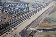 Nederland, Noord-Holland, Abcoude, 10-01-2009; Buitenborgh, villapark met recreatiewoningen, gelegen tussen autosnelweg A2 en Vinkenveensche Plassen; de snelweg wordt verbreed, zandlichaam ligt klaar; hoewel het bestemmingsplan (streekplan) bouw in dit deel van het Groene Hart verbiedt, mochten deze woningen wel gebouwd omdat ze (op papier) niet permanent bewoond worden; . .luchtfoto (toeslag); aerial photo (additional fee required); .foto Siebe Swart / photo Siebe Swart