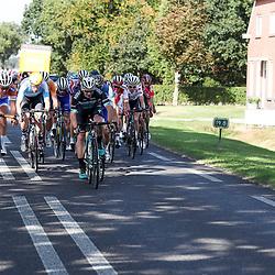 28-09-2016: Wielrennen: Olympia Tour: Assen <br />ASSEN (NED) wielrennen  <br />De kopgroep van de dag in de maak