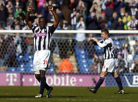 Fotball<br /> Premier League 2004/05<br /> West Bromwich v Birmingham<br /> 6. mars 2005<br /> Foto: Digitalsport<br /> NORWAY ONLY<br /> West Brom's Kevin Campbell (L), scorer of his team's second goal, celebrates a 2-0 win over local rivals Birmingham