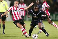 bordeaux - psv UEFA Champions League -  27-09-2006 seizoen 2006-2007 vayrynen in pittig duel<br /> <br /> HOLLAND ONLY