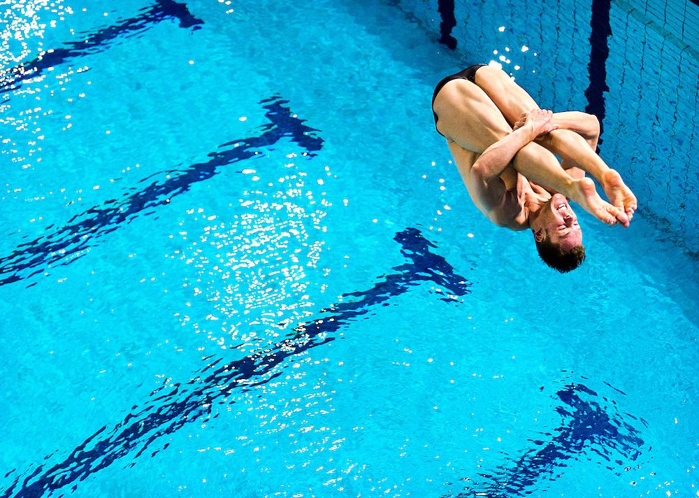 Nederland, Eindhoven, 17-05-2012.<br /> Zwemmen, Internationaal, Schoonspringen, Mannen.<br /> 3 meter plank, Kwalificaties.<br /> Ramon de Meijer uit Nederland tijdens zijn 3e sprong.<br /> Foto : Klaas Jan van der Weij