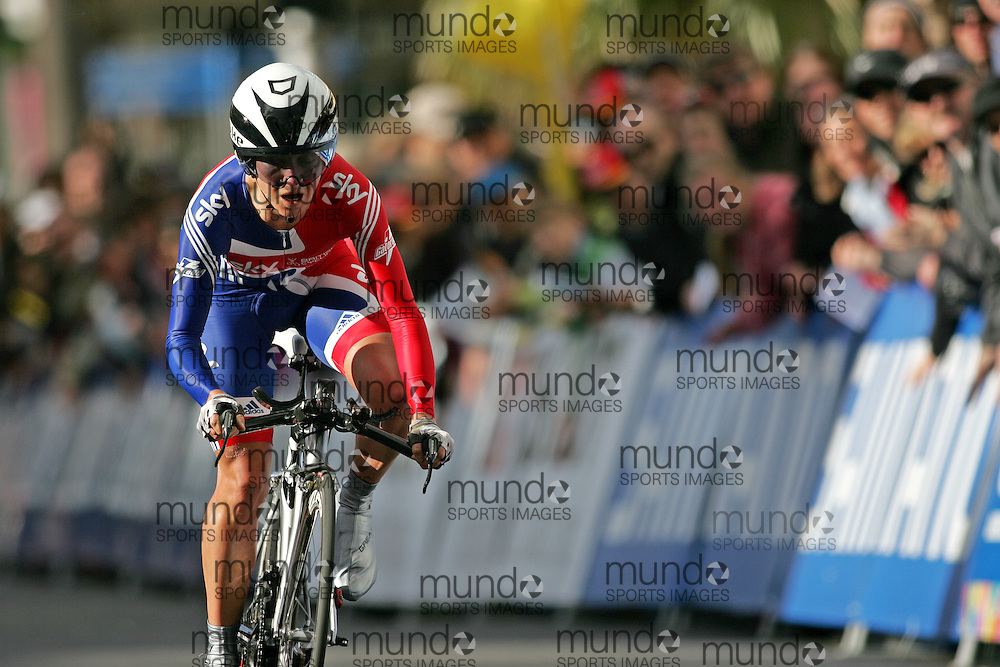 (Geelong, Australia---29 September 2010)  Emma Pooley of Great Britain powers to the finish and a gold medal in the Elite Women's Time Trial at the 2010 UCI Road World Championships held in Geelong, Victoria, Australia. [2010 Copyright Sean Burges / Mundo Sport Images -- www.mundosportimages.com]