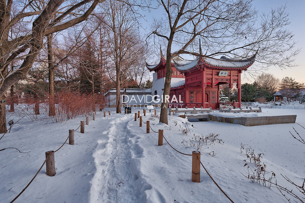 Winter wonderland at the chinese garden of the botanical garden on christmas eve, Soirée d'hiver paisible au jardin chinois du jardin botanique, Montreal, quebec, canada