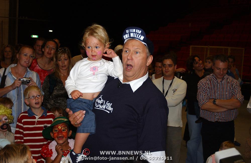 DVD presentatie Film van Ome Willem, Edwin Ruttten en kleinkind