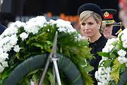Op de Dam in Amsterdam is met twee minuten stilte om klokslag 20.00 uur de oorlogsslachtoffers herdacht die sinds het begin van de Tweede Wereldoorlog zijn omgekomen.<br /> <br /> On the Dam in Amsterdam are war victims remembered who died since the beginning of World War II  with two minutes of silence at the stroke of 20:00 <br /> <br /> OP de foto / On the photo:  Koningin Maxima ////  Queen Maxima