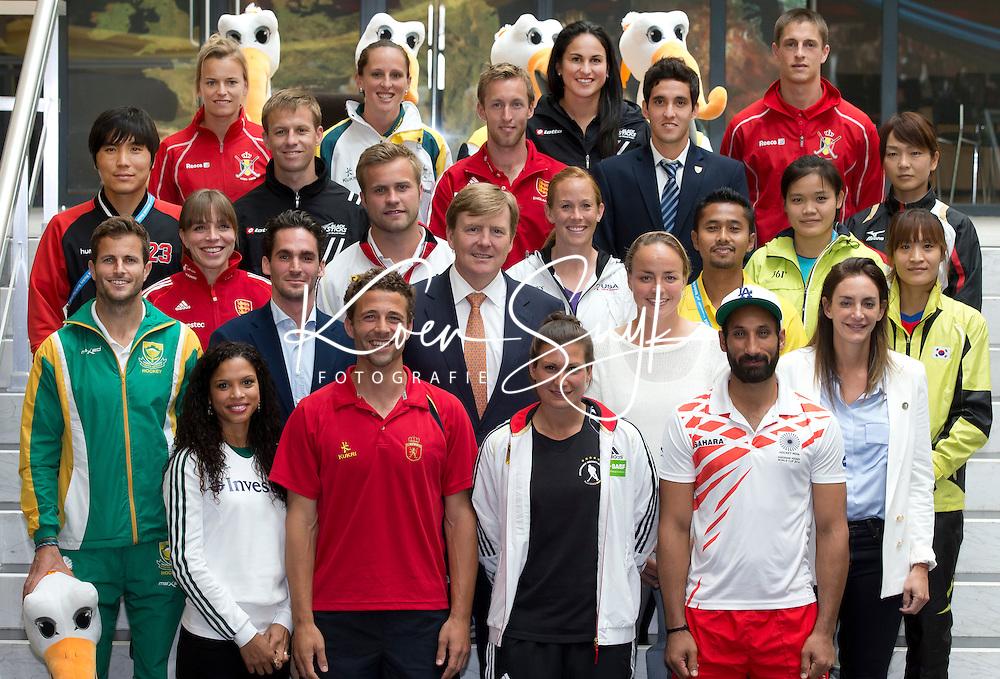 THE HAGUE - Koning Willem Alexander bij opening World Cup in World Forum met de captains van de deerlnemende landen..PHOTO KOEN SUYK