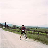 Landscape are so beautiful that ciclyst take some seconds to shoot a picture. On May 27, 2018 the second edition od the Eroica went of, the Eroica is a bicycle race where only bikes berore 1985 can partecipate. Cyclists must wear vintage cloths and the road are often on gravel. It's a non competitive race, but fatigue and sweat are real. Federico Scoppa