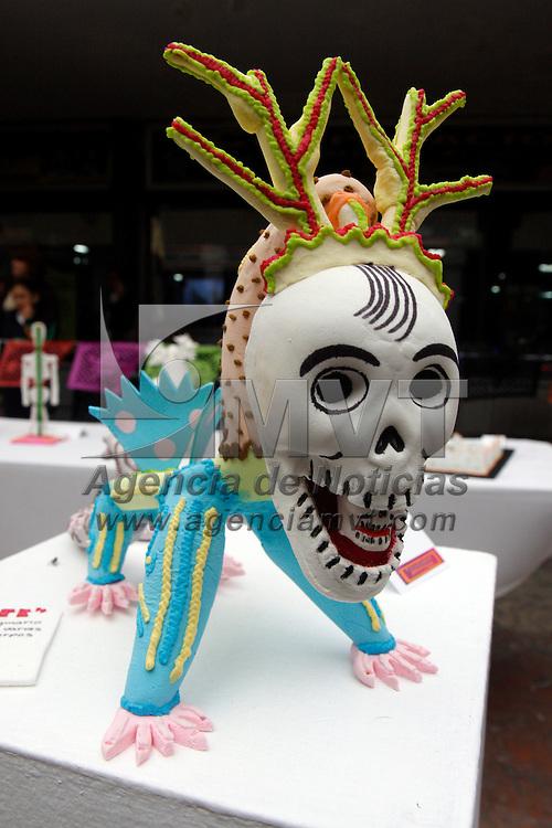Toluca, Méx.- Artesanos de Toluca que plasmaron su creatividad en dulce de Pepita y del Alfenique fueron premiados por el ayuntamiento de Toluca. Agencia MVT / Crisanta Espinosa. (DIGITAL)