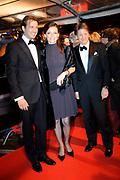 Premiere Wit Licht in Tuschinski, Amsterdam Op de foto:<br /> <br /> Priuns Floris met Aimee Söhngen  en prins Pieter - Christiaan