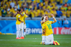 David Luiz e Neymar Júnior na partida entre Brasil x Chile, válida pelas oitavas de final da Copa do Mundo 2014, no Estádio Mineirão, em Belo Horizonte. FOTO: Jefferson Bernardes/ Agência Preview