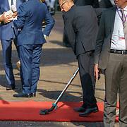 NLD/Den Haag/20180918 - Prinsjesdag 2018, rode loper word gestofzuigd
