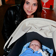 NLD/Amsterdam/20110413 - Mama of the Year award 2011, Mounira Hadj Mansour en dochter Noah