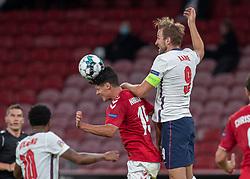 Christian Nørgaard (Danmark) og Harry Kane (England) under UEFA Nations League kampen mellem Danmark og England den 8. september 2020 i Parken, København (Foto: Claus Birch).