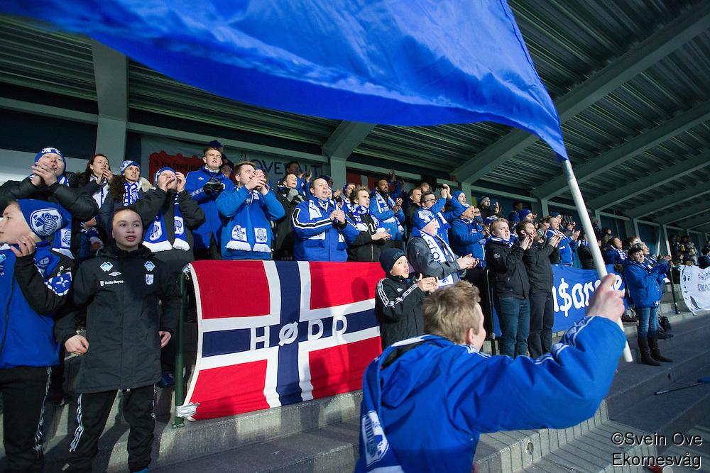 1. divisjon fotball 2015: Hødd - Fredrikstad. Blåsarane i førstedivisjonskampen mellom Hødd og Fredrikstad på Høddvoll.