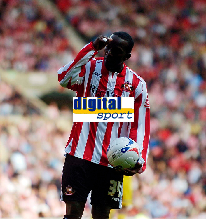 Photo: Jed Wee.<br />Sunderland v Sheffield Wednesday. Coca Cola Championship. 30/09/2006.<br /><br />Sunderland's Dwight Yorke if frustrated by the referee's assistant.
